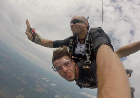 Saltul cu parașuta nu se descrie. Se trăiește!