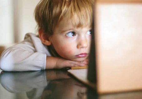 ecranele si copiii